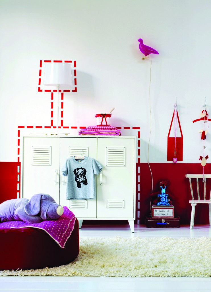 Habitación roja blanca
